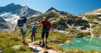 Hiking with Kids - How to Plan, Pack and Play via http://momeomagazine.com
