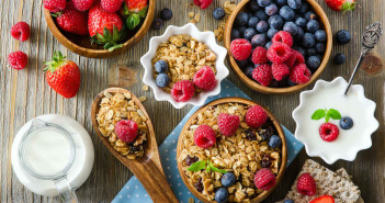 Breakfast Bonanza - Tips for a Fast, Healthy Start to Your Day via http://momeomagazine.com